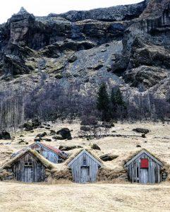 Nupsstadur maison avec gazon