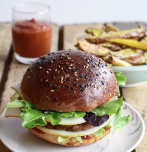 burger, ketchup et frites maison