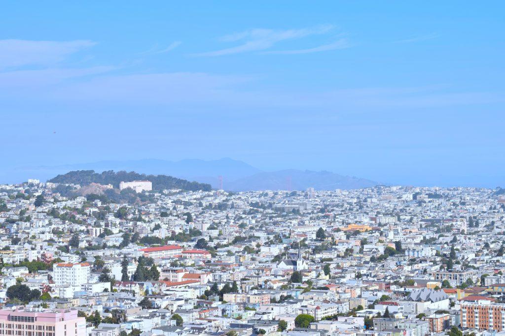 Le Golden Gate au loin... très loin