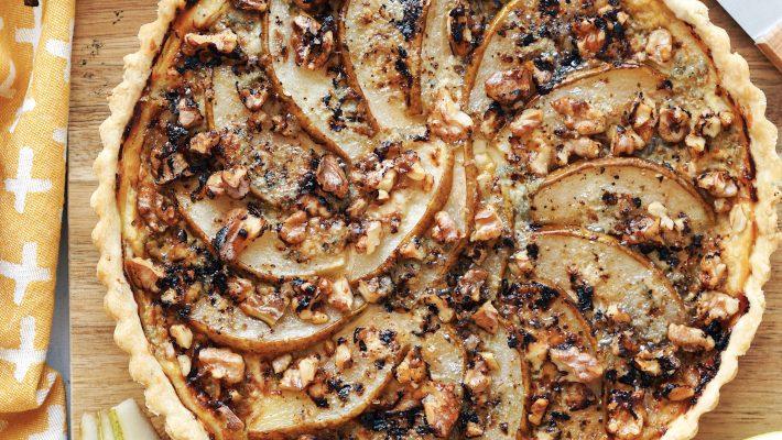 Tarte maisonaux poires, roquefort, miel et noix