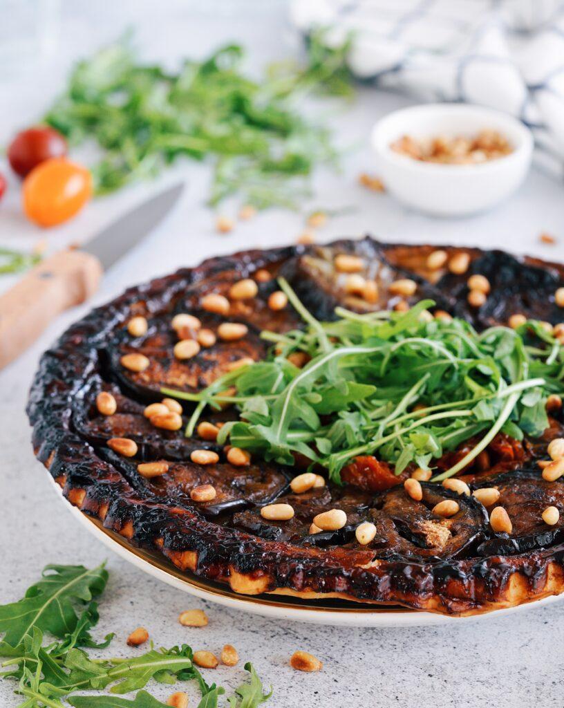 """Recette de la """"Tarte tatin : aubergines, tomates séchées et pignons"""""""